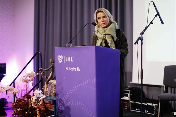 Kathi Sørvig takker for prisen